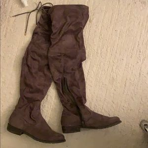 Over-knee boots brown